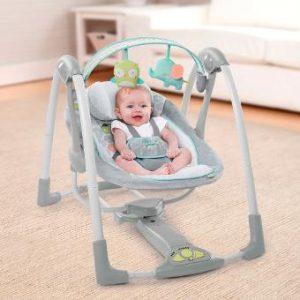 """Herzlich willkommen meine lieben Leserinnen und Leser, ich freue mich Sie heute bei dieser neuen top 5 Einstufung von ExpertenTesten.com begrüßen zu dürfen. Heute werden wir uns mit der Unterhaltung der Allerkleinsten befassen, denn in dieser top 5 sprechen wir von den besten Babyschaukeln oder Babywippen im Handel! Früher legte man Babys für die """"Unterhaltung"""" in eine Wiege, heut zu Tage gibt es aber schon die verschiedensten Modelle an Babyschaukeln und Babywippen, die mit den verschiedensten Unterhaltungsfeatures ausgestattet sind wie zum Beispiel integrierte Schlummerlieder, Naturgeräusche, Vibrationseffekte, die verschiedensten Spielbögen und Mobile. Ich bin zwar jetzt persönlich kein riesen Fan von moderner Babyunterhaltung, das liegt aber wahrscheinlich daran, dass es diese Möglichkeiten zu meiner Zeit als junge Mutter noch nicht so wirklich gab, vor allem wenn es um die Ergonomie der Schale geht. Es ist auf jeden Fall wichtig, wenn man sich für den Kauf einer Babyschaukel entscheiden möchte, dass man auf die Verarbeitungsqualität und die Ergonomie achtet, genauso wie es bei der Wahl des richtigen Autositzes wichtig ist. Diese Babyschaukeln sind meistens für Babys ab 0 bis 3 oder 6 Monate gedacht, in diesem frühen Alter ist aber die Position des Babyrückens besonderes zu beachten, die Hüften sollen noch nicht belastet werden und das Baby sollte am besten so viel wie möglich einfach liegen da es noch nicht fähig ist, das Gewicht des eigenen Körpers selbst zu halten. Deswegen möchte ich mit dieser Einstufung der besten Babyschaukeln all den Eltern helfen, die sich aus den verschiedensten Gründen für eine Babyschaukel entschlossen haben, damit sie durch meine Vorauswahl von fünf hochwertigen Produkten die eine wirklich gute Babyschaukel finden mögen. Natürlich muss man auch auf den Preis schauen, eine gute Babyschaukel kostet sicher nicht 20 Euro, denn wie gesagt muss in diesem Alter des Kindes wirklich auf die Qualität geachtet werden, wenn es um die Gesundheit"""